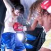 格闘怪物女YUNIが苑田あゆりをボクシングで連続腹パンチ&ダウン