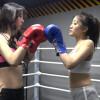 スレンダー美女同士が女子ボクシングで熱い対決 Brui VS Bfan